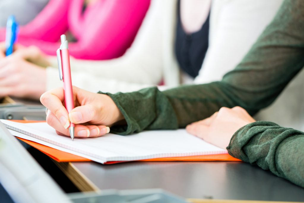 Regeringen föreslår återinförande av högskolebehörigheten till yrkesprogrammen